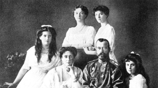 KEISRIPERE: Nikolai II (50) ja tema abikaasa Aleksandra (46) ning nende tütred Olga (22), Tatjana (21), Maria (19) ja Anastassia (17), kelle kõigi elutee lõppes varakult ja võikalt.