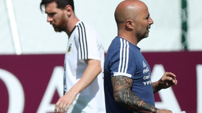 Argentina koondise suurim staar Lionel Messi keeras Jorge Sampaolile selja juba turniiri käigus.