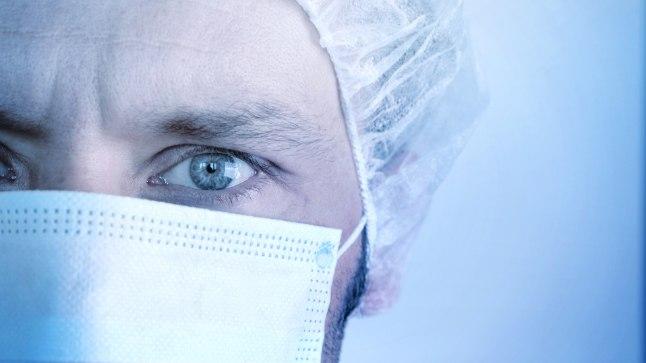 PATSIENDI USALDUS: Kuidas võib hambavalus vaevlev klient aru saada, kes end valge maski taga varjab – hambaarst või hambatehnik? Kohus aga teab, keda istuma panna, kas või tingimisi. Foto on illustreeriv.