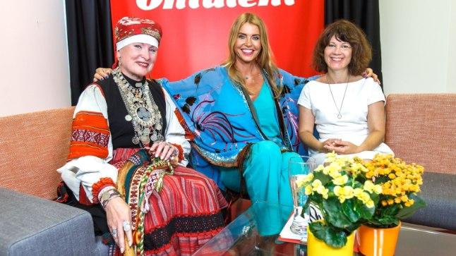 """""""Puuduta mind!""""; Setomaa kuninganna Piret Torm-Kriis; Anu Saagim; Sirje Presnal"""