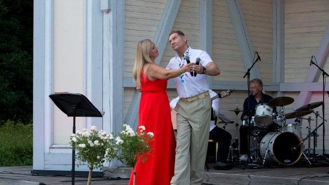 """Anneli Peebo ja Mart Sanderi kontsert """"Valgeid roose"""" Vihula mõisapargis"""