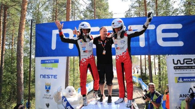 Vasakult: Martin Järveoja, Tommi Mäkinen ja Ott Tänak.