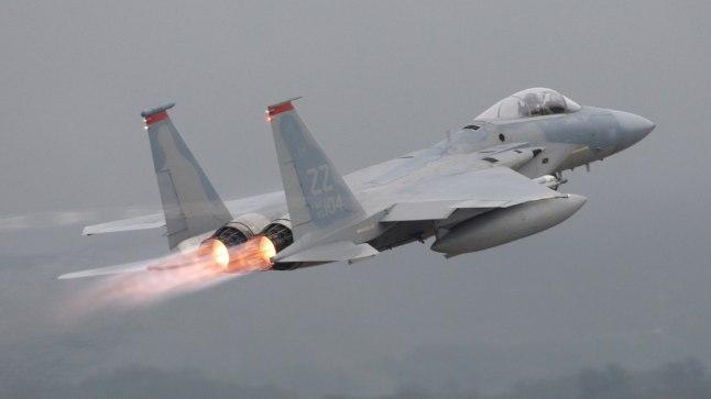 USA F-15 hävituslennuk. Selle uusversioon kannab teadaolevalt rohkem relvastust, on odavam ja kestvam.