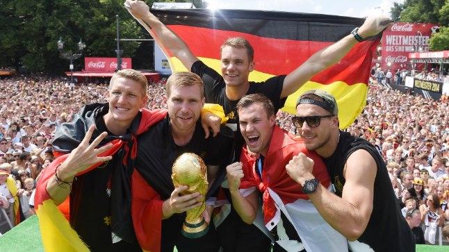 Kevin Grosskreutz (paremalt teine) tähistab 2014. aastal MMi võitu.
