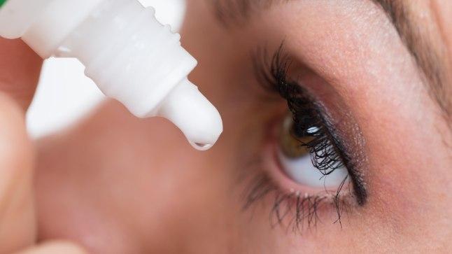 Kuum ilm võib kuivatada silmi: abi saab niisutavatest silmatilkadest ehk kunstpisaratest.