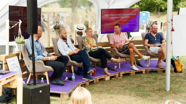 STEREOTÜÜPIDE MÕJU: Arvamusfestivali eestvedajad panevad vestluspaneelide korraldajatele südamele, et nood ei unustaks naisi vestlustesse kaasata. Mõningatel teemadel – ka siis, kui jutt käib küberhügieenist – on aga rääkijateks peamiselt mehed.