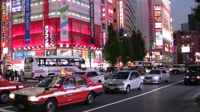 Autoliiklus Jaapani pealinnas Tokyos.