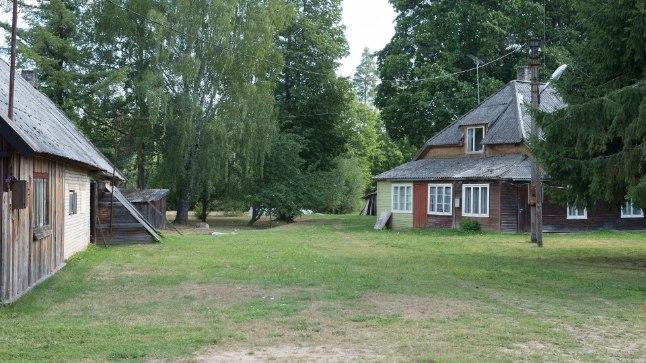 OHTLIK PAIK: Majadevahelises hoovis on Heino rünnanud mitut oma naabrit.