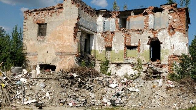 VIIVIKONNA: Varemetest koosneva kaevandusasula stalinistlikud hooned ehitasid kunagi saksa sõjavangid. Linn valmis 1955. aastaks, kuid selle allakäik algas juba kaks kümnendit hiljem, kui sealne kaevandus 1974. aastal suleti.