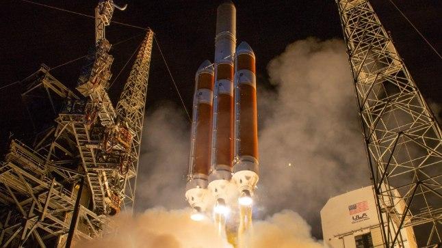 Päikest vallutama: rakett Delta IV viis Canaverali neemelt kosmoseavarustesse sõiduauto mõõtu kosmosesondi