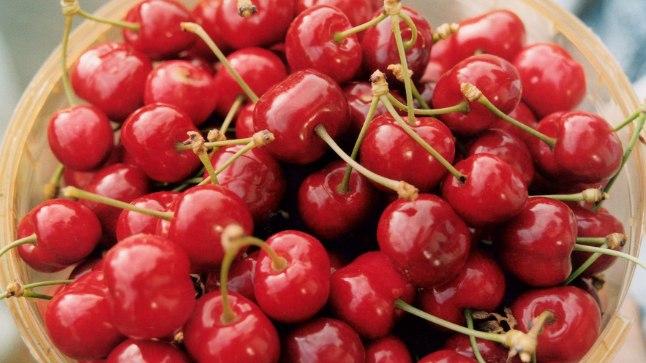 Kirsikompotti tehes tuleb seda kindlasti keeta, et mürkained haihtuksid.