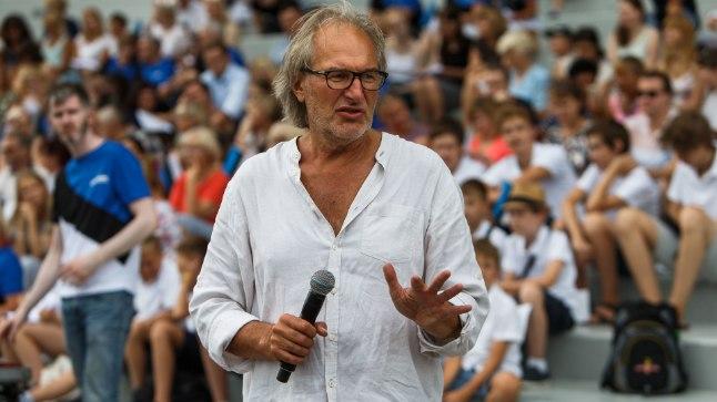 LÄHEB KALLIKS: Nargenfestivali kunstiline juht Tõnu Kaljuste tegutseb EV100 Üheslaulmise proovis. Publikul tuleb osta pilet, et toimuvat oma kõrvaga kuulda.