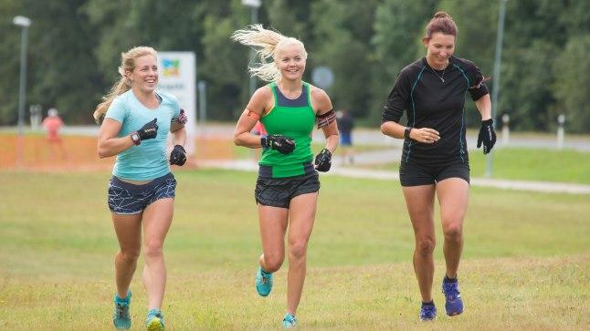 JOOKSURINGIL: Johanna Talihärm (vasakult), Grete Gaim ja Tuuli Tomingas laovad talveks põhja. Talihärma eesmärk on noppida kohti esimese 20 seas, Gaim ja Tomingas üritavad esmalt pildile tagasi jõuda.