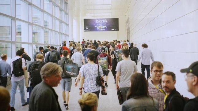 Pildil nähtav on vaid killuke sellest rahvamassist, mis Kölni messikeskuste seinte vahel gamescom 2018 ajal ringi liigub.