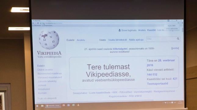 Tartu ülikoolis ja mujalgi korraldatakse aeg-ajalt koolitusi sellest, kuidas Vikipeediasse artikleid kirjutada.