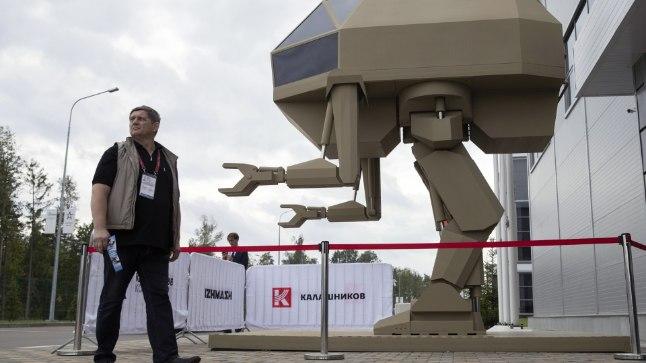 Nagu mehh ulmefilmist. Kas hiiglaslik juhitav robot ka päriselt liikuda ja tegutseda suudab, näeme ehk tuleval aastal.
