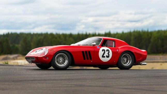 ÕL Mehele peab märkima, et sel 42 miljonit maksval Ferraril näib Lätist õlle toomiseks olevat pakiruumi vähevõitu.