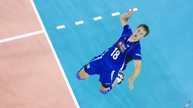 KÕRGEL: Jaanus Nõmmsalu (sinises) üritas 2009. aasta EMil koos Eesti koondisega suurüllatust valmistada, aga Venemaa oli siiski tugevam.