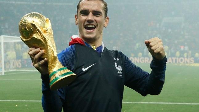 Kui jalgpalli MMi lõpuks hoidis Antoine Griezmann käes kuldset trofeed, siis varasemalt on prantslase hoidnud ka mölkky-pulka.