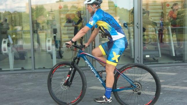 President Narvas rattaga sõitmas