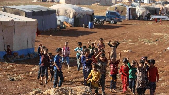 VÕIT JÄÄB MEILE: Idlibi pagulaslaagri lapsed ei kaota optimismi.