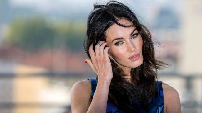 """Superseksikal """"Transformerite"""" tähel Megan Foxil on veidralt töntsakad pöidlad."""