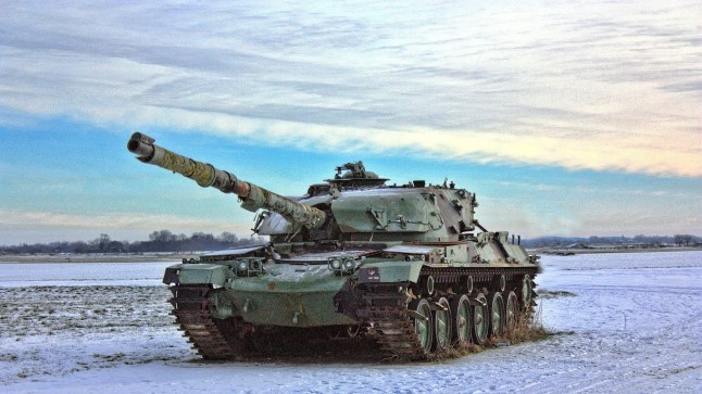 Tänase tehnoloogiaga tankil võib piiratud vaatevälja tõttu jääda küljelt või tagant lähenev vaenlane märkamata.
