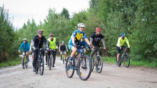 Eile lõpetas president veel ühe päeva Narvas sportliku rattasõiduga, millest võtsid osa ka politsei- ja piirivalve inimesed.