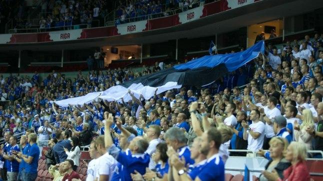 Eesti korvpallifännid 2015. aastal Arena Rigal.