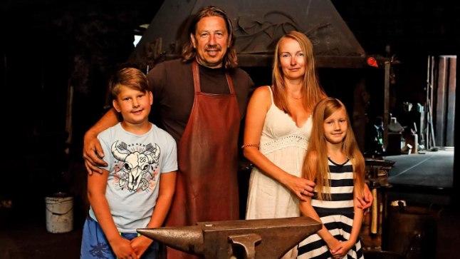 SÕBRALIKULT KOOS: Üllel ja Peetril on kahe peale kuus last. Sellele pildile on jäänud Peetri poeg Mattias ja paari ühine tütar Emma.