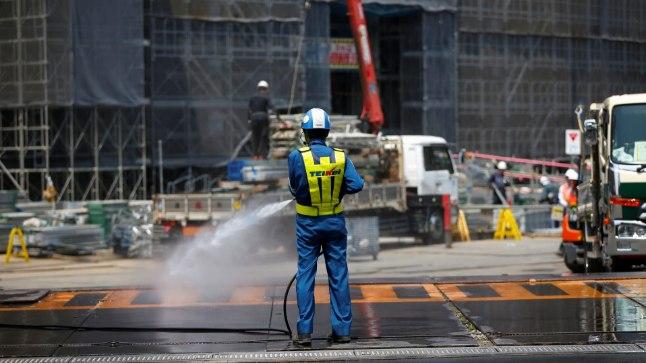 Tokio olümpiastaadioni juures töö käib.