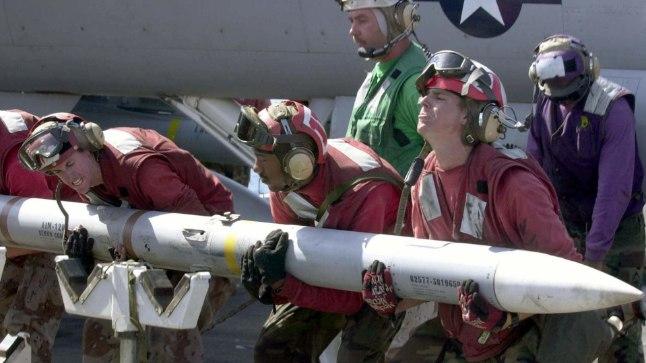 TUGEV TÜKK: AIM-120 AMRAAM kaalub 152 kg, raketis oleva lõhkekeha kaal on 18.1–22,7 kg.