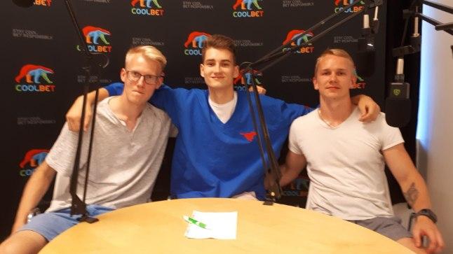 Henri Drell (keskel) koos saatejuhtide Ats Kuldkepi (vasakul) ja Jarmo Jagomäega.