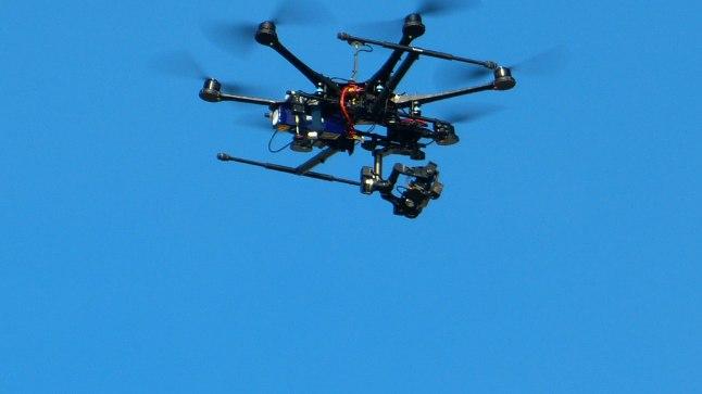 Hexacopter-tüüpi droon.