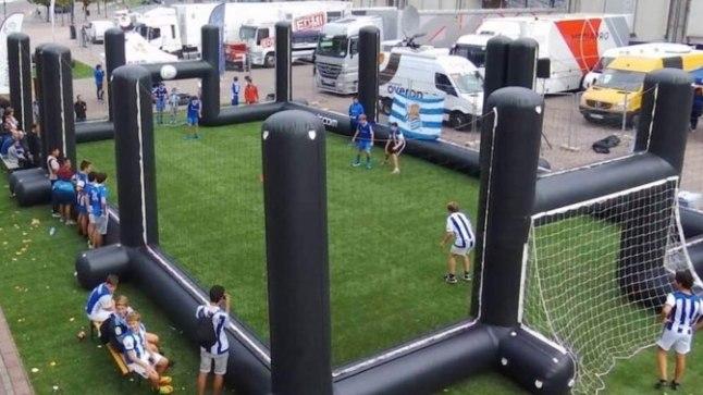Vabaduse väljakule kerkib täispuhutav jalgpalliväljak.