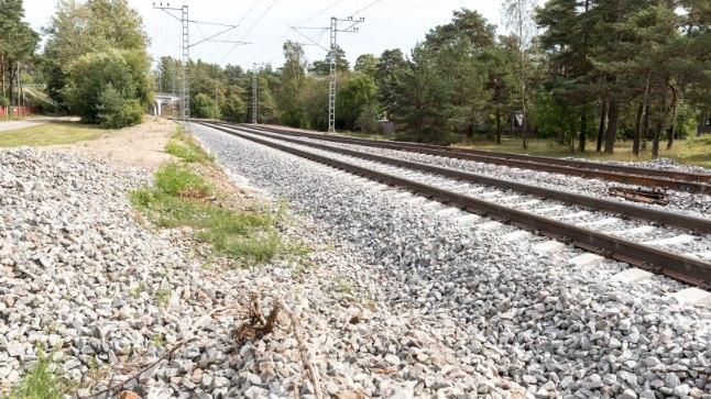 ÕNNELIK PÄÄSEMINE: Rahumäel mööda raudteerööpaid lipanud poisi viis ohutusse kohta abivalmis rongijuht.