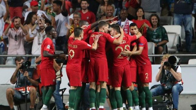 Portugali mehed juubeldamas.