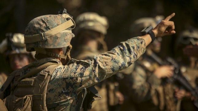USA merejalaväelased tahavad laskemoona, mis toimiks tavalistest relvadest lastuna kaugmaataserina ehk halvaks sihtmärgi, mitte ei tapaks teda.