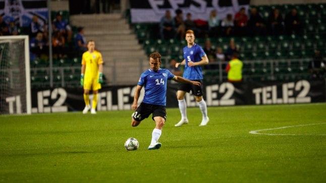 MAESTRO: Eesti - Kreeka jalgpallimängu positiivseim tõdemus on, et 34aastane keskpoolkaitsja Konstantin Vassiljev (palliga) pole veel koondisetasemel oma viimast sõna öelnud.