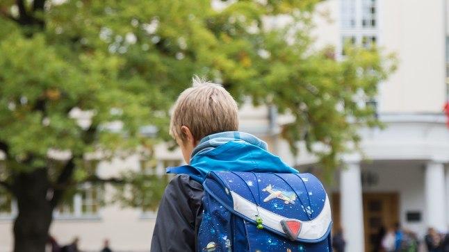 RASKE KOOLIKOTT: Et õpilaste tervist kaitsta, on seatud piirid kui raske võib üks ranits olla. Tegelik elu näitab, et lapsed kannavad seljas tunduvalt suuremaid raskusi.