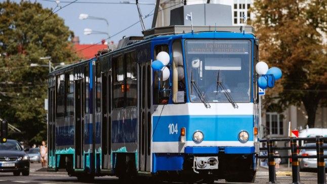 NEEME JÄRVI: täpselt selline Tšehhi tramm sai Neeme Järvi nime, näopildi ja infotahvlid.