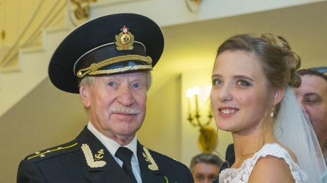 KOLM AASTAT TAGASI: Ivan Krasko tõmbas kolm aastat tagasi oma endise tudengi Nataljaga abiellumiseks selga mundri, mida ta oli kandnud 23aastase noormehena. Nüüdseks on kõmuline paar lahku läinud.