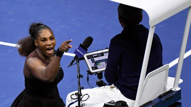 Serena Williams sõimamas pukikohtunik Carlos Ramost.
