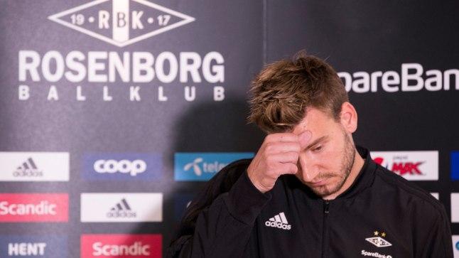 Nicklas Bendtner tänasel pressikonverentsil.