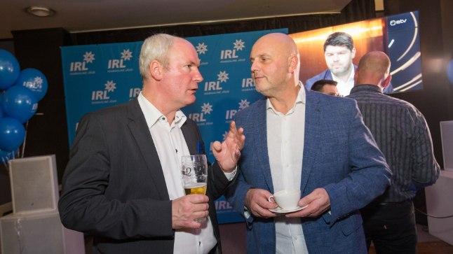 Veel koos Isamaaga: Mart Luik ja Hendrik Agur  2017. aasta kohalikel valimistel IRLi valimispeol kohvikus Wabadus.