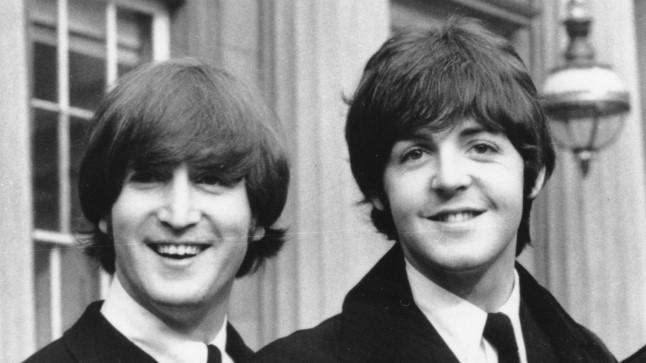 John Lennon ja Paul McCartney 1965. aastal Buckinghami palees.