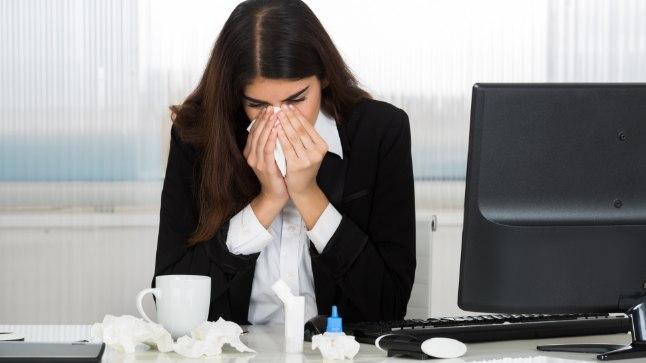 Nohu ja köha piinavad? Tööpäevadel võib perearst avada töövõimetuslehe telefoni teel, nädalavahetusel tuleb pöörduda EMOsse