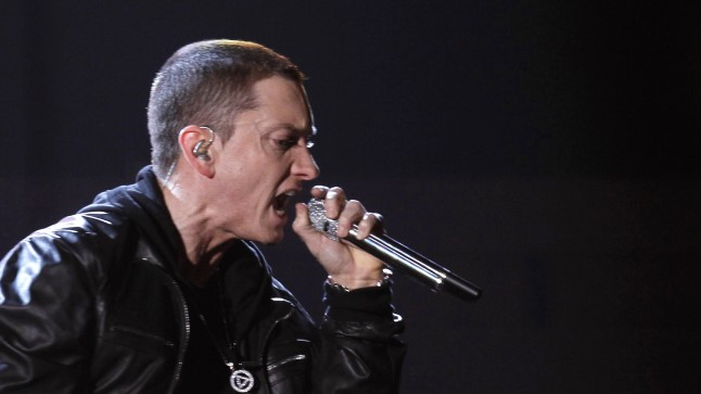 """Muuhulgas adresseeris Eminem MGK tehtud kommentaare räppari vanuse kohta: """"Ma olen 45 ja ikka müün sinust rohkem!"""""""