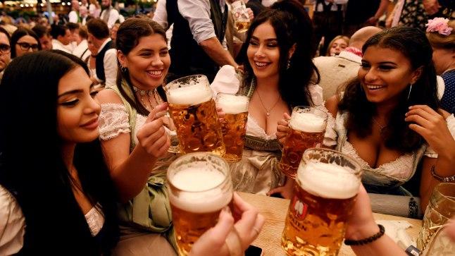 Oktoberfesti külalised.