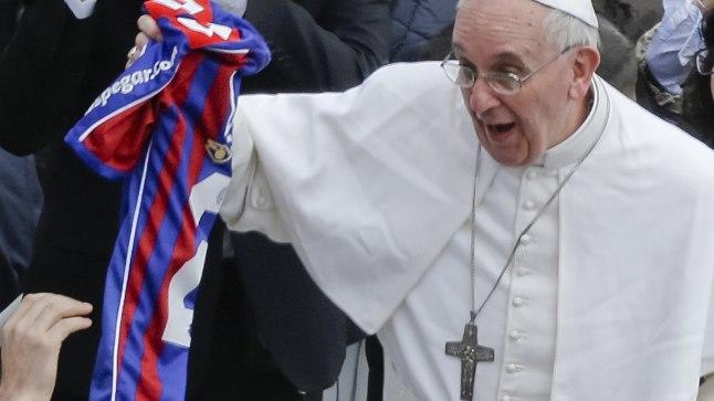 Jalgpall paneb paavsti kannatama